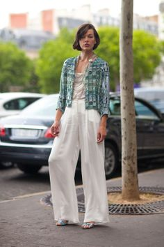Over-sized trousers are huge this season and next! Here's a great way to make over-sized look chic! from Haute Couture Street Style: Fall 2013 Stylish Street Style, Autumn Street Style, Street Style Looks, Cool Style, My Style, Fashion Articles, Look Chic, Fashion Models, Celebrity Style