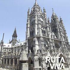 #BasilicadelVotoNacional #Quito Por que lo vivimos para contarlo. No se necesita una excelente cámara, sino un gran espíritu viajero.... ECUADOR lo tiene todo, RUTAVIVA.COM lo comparte contigo By: @Leo_mochilero