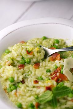 Creamy pea and bacon risotto with mint is a wonderful spring time Italian dish! Tender arborio rice is flavored with peas, fresh mint and crispy bacon. Mint Recipes, Wrap Recipes, Bacon Recipes, Side Dish Recipes, Vegetable Recipes, New Recipes, Cooking Recipes, Favorite Recipes, Rice