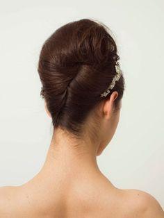 ティアラ&ヘッドアクセサリーでつくる  最新花嫁ヘアカタログ | ウエディング | 25ans(ヴァンサンカン)オンライン