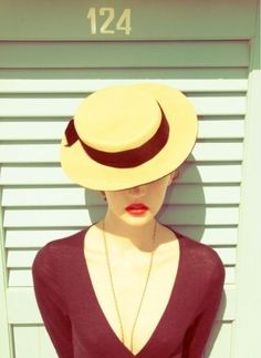 hat+red lips