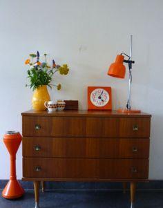 Retro interior love the orange and yellow vase
