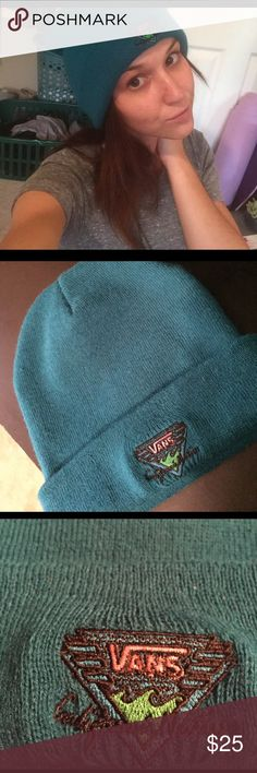 VANS🏁YOUR NEW🍄GO-TO BEANIE😍 Warm, perfect condition, the vans California native gives it a real retro 80s feel. I never wear it 😢 offers welcome 👍🏼 Vans Accessories Hats