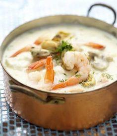 vispotje met kabeljauw/witvis, zalm en garnalen. Lekker met prei of wortel en als kruiden: peterselie, dragon, kervel en bieslook. Saus op basis van boter, bloem, visbouillon, witte wijn en kookroom. Dutch Recipes, Fish Recipes, Seafood Recipes, Cooking Recipes, Healthy Foods To Eat, Healthy Dinner Recipes, How To Cook Fish, Food Tasting, Fish Dishes