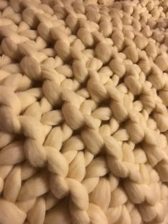 The humble garter stitch working its magic on an level. Knitted Blankets, Merino Wool Blanket, Giant Knitting, Extreme Knitting, Big Knits, Chunky Wool, Garter Stitch, Beautiful Hands, Pearl