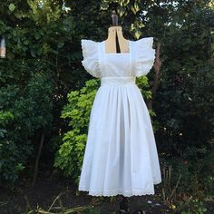 Adults Ivory/Cream Alice Victorian style pinafore