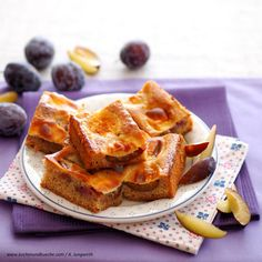 Stanzer Zwetschkenkuchen mit Guss Saftiger Pflaumenkuchen Austrian Recipes, Snacks, Waffles, French Toast, Breakfast, Food, Oven, Tapas Food, Morning Coffee