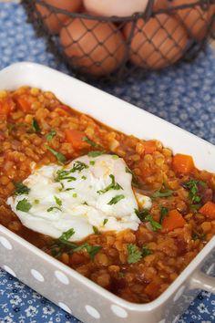 Lentilhas vermelhas com ovos escalfados Veggie Recipes, Vegetarian Recipes, Healthy Recipes, Eating Raw, Healthy Eating, A Food, Food And Drink, Kitchen Reviews, Portuguese Recipes