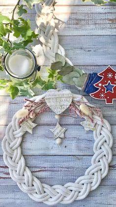 Rope Crafts, Wreath Crafts, Diy Wreath, Yarn Crafts, Christmas Crafts, Diy Christmas Ornaments, Christmas Decorations, Diy Crafts For Home Decor, Macrame Design