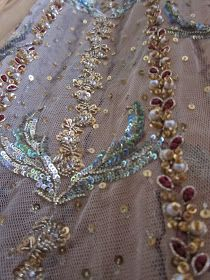 Hope you're all well and the cold isn't getting too much? Its actually a beautiful sunny day in London. super cold but so sunny . Hand Work Embroidery, Flower Embroidery Designs, Gold Embroidery, Pakistani Wedding Outfits, Couture Embroidery, Sunny Days, Brooch, Bridal, Fashion Design
