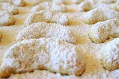Vanillekipferl nach Omas Rezept – Ich muss backen Vanilla biscuits based on Grandma's recipe Vanilla Biscuits, Vanilla Cookies, Baby Food Recipes, Baking Recipes, Dessert Recipes, Desserts, Mini Donuts, Healthy Fruits, Rice Krispie Treats