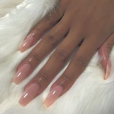 On average, the finger nails grow from 3 to millimeters per month. If it is difficult to change their growth rate, however, it is possible to cheat on their appearance and length through false nails. Aycrlic Nails, Glam Nails, Dope Nails, Beauty Nails, Hair And Nails, Glitter Nails, Acrylic Nails Stiletto, Best Acrylic Nails, Gorgeous Nails
