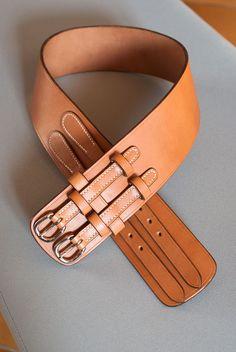 Wide Leather Belt, Leather Armor, Leather Belts, Leather Tooling, Fashion Belts, Leather Fashion, Crea Cuir, Leather Bag Tutorial, Ceinture Large