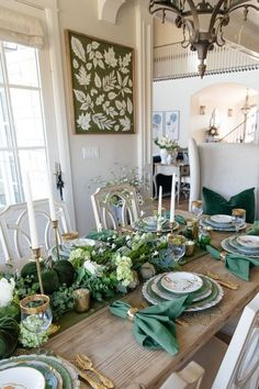Are you looking for Fall tablescapes ideas? I have 10 Fall themed Tablscapes ideas for you. These simple Fall tablescapes are what you need. I have fall tablescapes that fit everyone's styles, from farmhouse to elegant Thanksgiving tablescapes that are elegant. If you want more Fall inspiration, visit Home with Holly J. Thanksgiving Table Settings, Thanksgiving Tablescapes, Holiday Tables, Christmas Tables, Thanksgiving Holiday, Christmas Christmas, Holiday Fun, Holiday Ideas, Dining Room Centerpiece