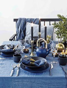 Smukt  og stemningsfuldt julebord i blå toner