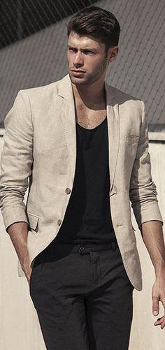 É na simplicidade que está a beleza desse traje.