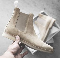 Chelsea Boots von Common Projects. Hier entdecken und shoppen: https://sturbock.me/8HQ