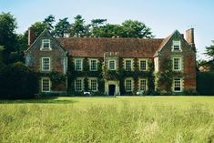 Country House Face Off - English Manor vs French Estate
