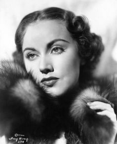 One of two biographies of film actress Fay Wray on the site, text is accompanied by images of Fay Wray Movie Cards and Movie Collectibles. Erich Von Stroheim, King Kong 1933, Fay Wray, Vintage Hollywood, Classic Hollywood, Classic Beauty, Vintage Beauty, Photo Studio, Horror Movies