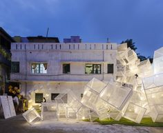 the design of the installation by abin design studio is a complex composition of simple cubes interestingly arrayed in the urban fabric. Pavillion Design, Temporary Structures, Urban Fabric, Urban Architecture, Urban City, Recycled Art, Sustainable Design, Public Art, Installation Art