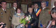 ANIVERSARE VETERAN DE RĂZBOI • La 26 octombrie, reprezentanţi ai Centrului Militar Judeţean Vâlcea, ai garnizoanei Râmnicu Vâlcea şi ai primăriei Horezu au fost alături de plutonierul-adjutant (rtr.) Antonie C. Aurel pentru a-l sărbători cu ocazia împlinirii venerabilei vârste de 101 ani