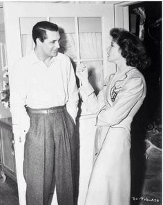 "in-love-with-old-hollywood: "" Cary Grant and Katharine Hepburn behind the scenes of 'Bringing up baby' "" Golden Age Of Hollywood, Vintage Hollywood, Hollywood Stars, Classic Hollywood, Vintage Vogue, Vintage Ladies, Katharine Hepburn, Turner Classic Movies, Classic Films"