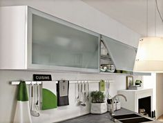apertura vertical en mueble de cocina