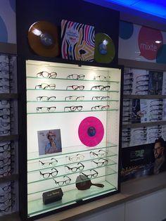 La superbe vitrine du magasin #Atol à Oullins #VinylFactory #lunettes #mode
