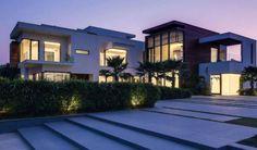 Si pensais que esta espectacular casa esta situada en un pais desarrollado estais muy equivocados. Esta construida sobre una parcela de 14.000 m2 en Nueva Delhi, India. En nuestro blog podeis ver más fotografías http://elblogdeoriginalhouse.blogspot.com.es/2014/03/farmhouse.html