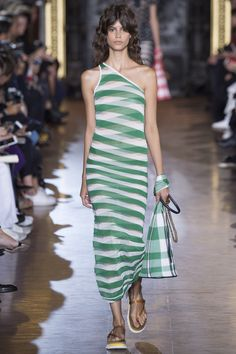 http://www.vogue.com/fashion-shows/spring-2016-ready-to-wear/stella-mccartney/slideshow/collection