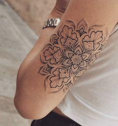 Armbeugen Tattoos, Mini Tattoos, Body Art Tattoos, Tatoos, Pretty Tattoos, Cute Tattoos, Beautiful Tattoos, Lottus Tattoo, Rosen Tattoo Frau