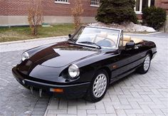 Classic Black Alfa Romeo Spyder. Would love one to resto-mod...
