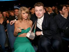 Pin for Later: Les Meilleurs Moments des AMAs Ne Se Sont Pas Passé Devant les Caméras Taylor Swift et Sam Smith