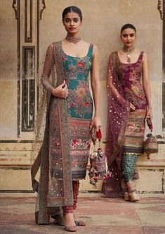 2019 Sabyasachi Charbagh Bridal Lehenga collection has a bunch of traditional red wedding lehengas, some gorgeous destination wedding outfits + lots more. Indian Gowns Dresses, Indian Fashion Dresses, Pakistani Dresses, Fashion Outfits, Punjabi Dress, Salwar Designs, Kurta Designs Women, Kurti Designs Party Wear, Blouse Designs
