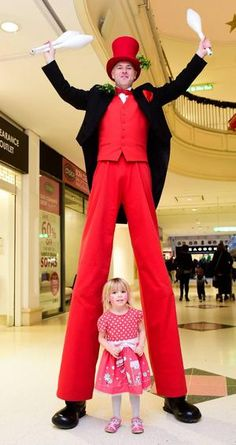 Book our Victorian Christmas jugglers. Our Victorian Christmas stilt walkers are available to hire for Christmas-themed events, Victorian-themed events or corporate functions in the UK & London.