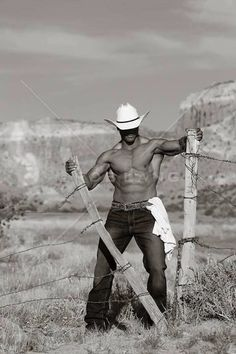 Cowboys at work are sexy. Well, cowboys themselves are sexy. Cowboys And Angels, Hot Cowboys, Country Men, Country Girls, Country Life, Country Living, Male Model, Raining Men, Cowboy And Cowgirl