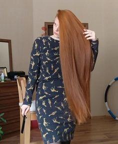VIDEO - Ekaterina - RealRapunzels Beautiful Long Hair, How Beautiful, Long Hair Models, Long Hair Play, Playing With Hair, Making Waves, Hair Brush, New Model