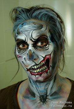 Get some of the best and gory Halloween makeup ideas that will surely give the kick to your halloween costumes. Together with some halloween makeup tutorial, get the scariest makeup for halloween here! Horror Makeup, Zombie Makeup, Scary Makeup, Sfx Makeup, Rosto Halloween, Scary Halloween, Halloween Costumes, Halloween Candy, Theatrical Makeup