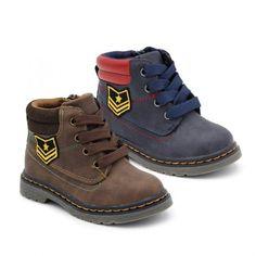 a75fa6aa04f57  Botas para  niños en color marrón y marino. Estas botas son de estilo