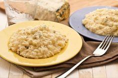 Il risotto al gorgonzola è un primo piatto classico dal sapore deciso, l'ideale per gli amanti di questo morbido e cremoso formaggio!