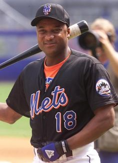 Darryl Hamilton spends parts of three seasons with the Mets at the end of his career.