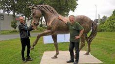 Vers le haras — Lancelot & Cie réalise toutes sortes de décors sculptés