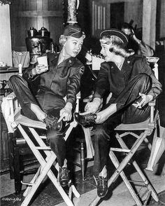 Vera-Ellen & Rosemary Clooney on the set of White Christmas, directed by Michael Curtiz. Old Hollywood Stars, Hooray For Hollywood, Old Hollywood Glamour, Golden Age Of Hollywood, Vintage Hollywood, Classic Hollywood, Hollywood Images, Female Actresses, Actors & Actresses