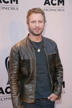 Dierks Bentley To Headline Benefit Concert For Arizona Firefighters - Country star and Arizona native Dierks. Country Music Bands, Country Music Singers, Leather Fashion, Leather Men, Mens Fashion, Leather Jackets, Country Outfits, Fall Outfits, Bro Country