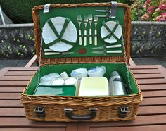 Vintage Jaguar Luxury Picnic Hamper with Wedgewood Crockery