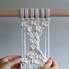 DIY Macrame Tutorial - Continuous Weave Pattern with Square Knots! Macrame Wall Hanging Patterns, Macrame Plant Hangers, Macrame Patterns, Weaving Patterns, Macrame Design, Macrame Art, Macrame Projects, Art Macramé, The Knot