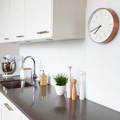 da ist sie... Scandi Living, Roomspiration, Scandi Style, Home And Deco, Kitchen Lighting, Design Design, Kitchen Dining, Kitchens, Sweet Home