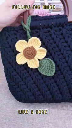 Crochet Stitches For Beginners, Crochet Videos, Crochet Basics, Tapestry Crochet Patterns, Crochet Square Patterns, Knitting Patterns, Crochet Flower Tutorial, Crochet Instructions, Crochet Flowers