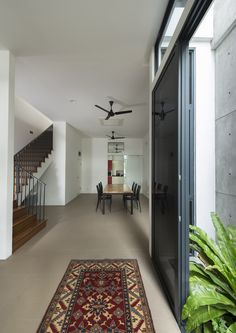 Image 4 of 14 from gallery of Airwell House / ADX Architects. Photograph by Edward Hendricks Modern Home Interior Design, Patio Interior, Living Room Interior, Interior Architecture, House Design Drawing, Small House Design, Singapore House, Double Storey House, Narrow House