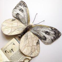 Я с детства восхищаюсь бабочками: начнем с того, что это один из немногих видов насекомых, который не вызывает во мне первобытного ужаса :) Но если говорить серьезно, то многообразие форм и расцветок, трогательная хрупкость крылышек и очарование столь краткой жизни всегда привлекали меня. Поэтому теперь я очень радуюсь, когда натыкаюсь на талантливых людей, которых так же, как и меня, вдохновляют эти удивительные создания.